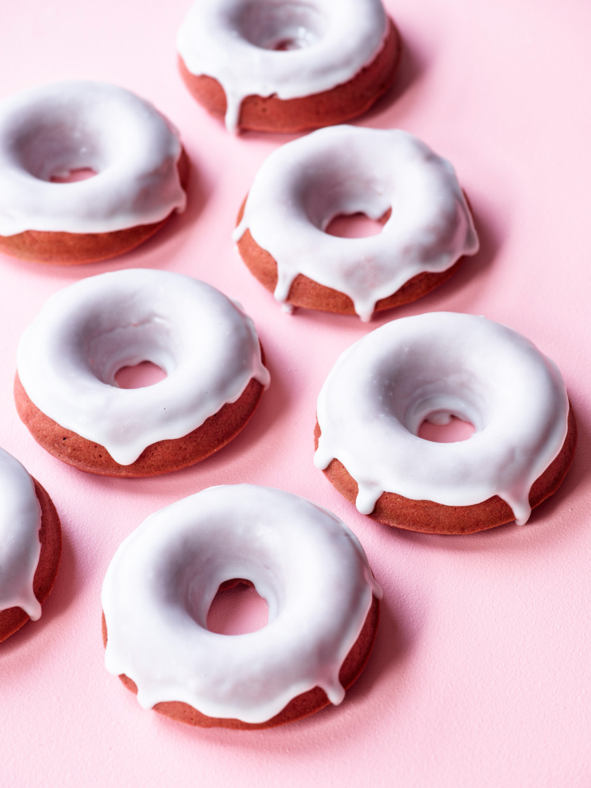 Antioxidant_Bomb_Naturally_Red_Velvet_Donuts_v2_32232_Sweets_Website