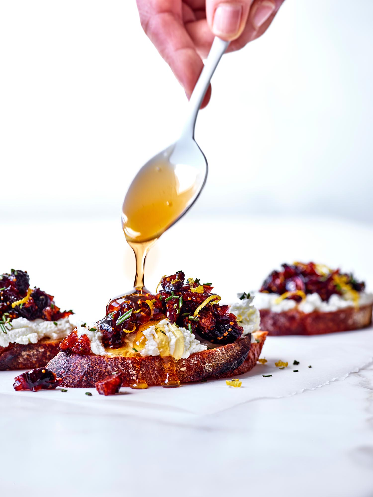 Goat_Cheese_Crostini_v2_30869_Cuisines_rsd
