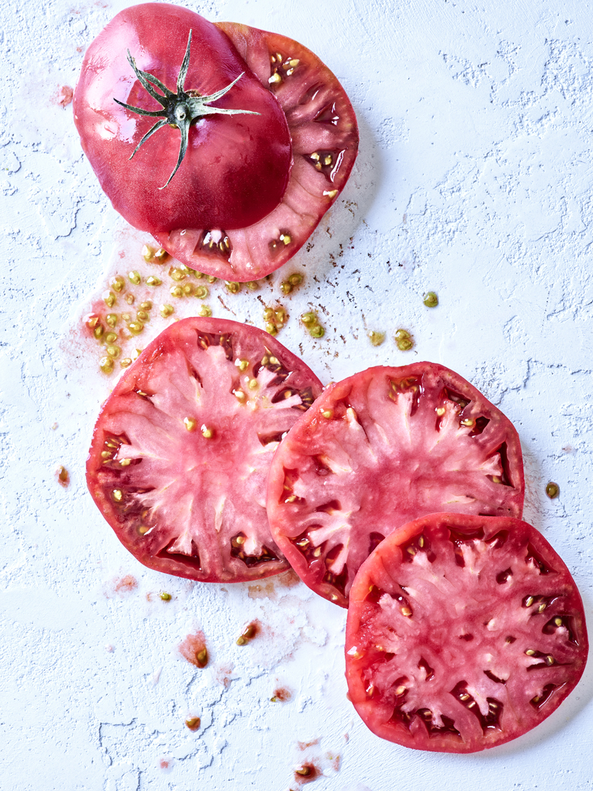 LEIGH_BEISCH_Sliced_Red_Heirloom_Tomato